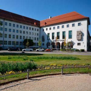 Landratsamt Augsburg sorgt für mehr Bürgernähe