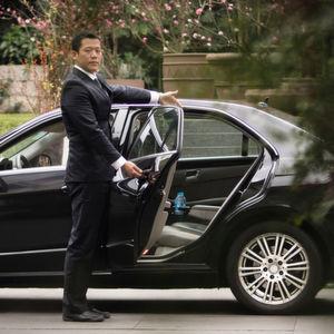 """Die Rechtmäßigkeit des Fahrdienstes """"Uber Black"""" muss vom EuGH geprüft werden."""