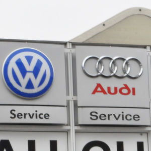 Bleibt den VW- und Audi-Partnern bald nur noch der Service als Geschäftsgrundlage? Der Neuwagenhandel steht jedenfalls im Feuer.
