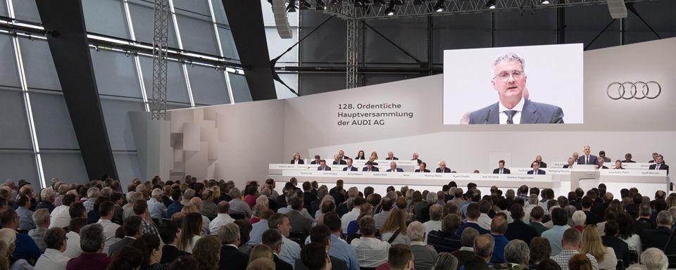 Hauptversammlung bei Audi in Neckarsulm: Der Automobilhersteller will seine SUV-Familie ausbauen, Fahrzeuge umfangreich elektrifizieren und bestehende Kernbaureihen bis Mitte 2018 massiv verjüngen und erneuern.