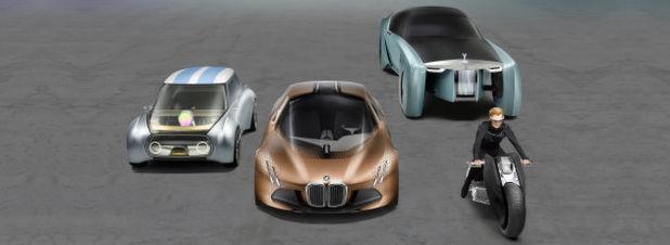 """Erstmals gemeinsam in der BMW Welt hzu sehen: die vier zukunftsweisenden Konzeptfahrzeige """"VISION NEXT 100""""."""