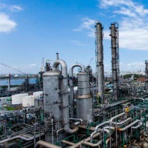Located in the city's port area, the Antwerp refining and chemicals facility has three production sites, forming an integrated platform for both refining (338,000 barrels per day) and petrochemicals (1.1 million tons per year of ethylene).