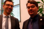 rechts Jens Wiesner, links Phoenix-Contact-Manager, BU folgt
