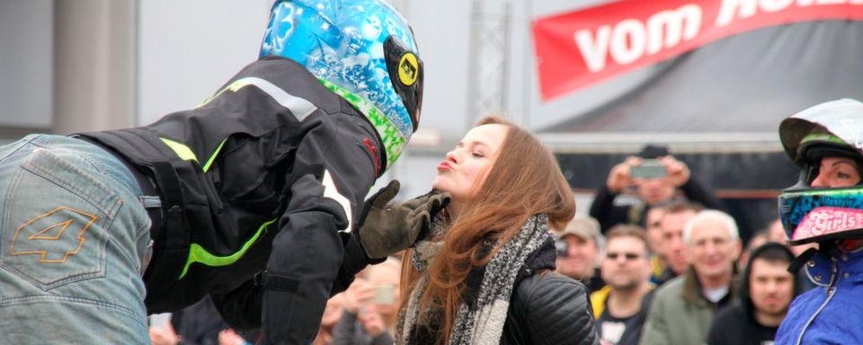 In Leipzig die Motorradsaison 2018 wachgeküsst: Dennis Jansen, einer der besten Motorrad-Freestyle-Profis in Deutschland, zeigte in Leipzig sein Können.
