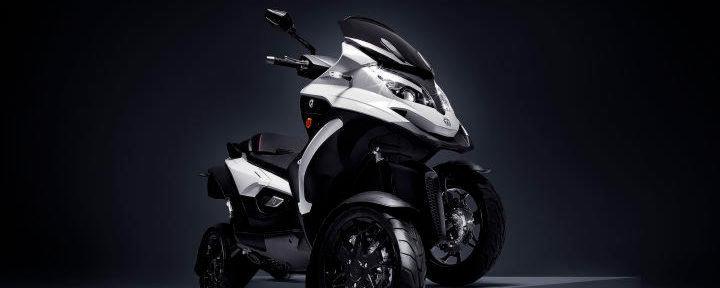 Der Qooder ist eine Mischung aus Motorroller, Quad und Auto.