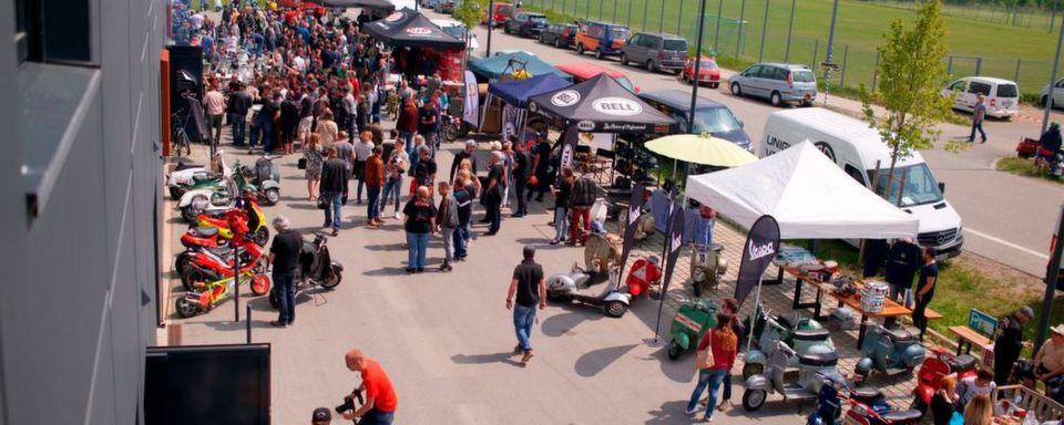 Insgesamt feierten mehr als 2.000 Besucher den Start der Rollersaison.