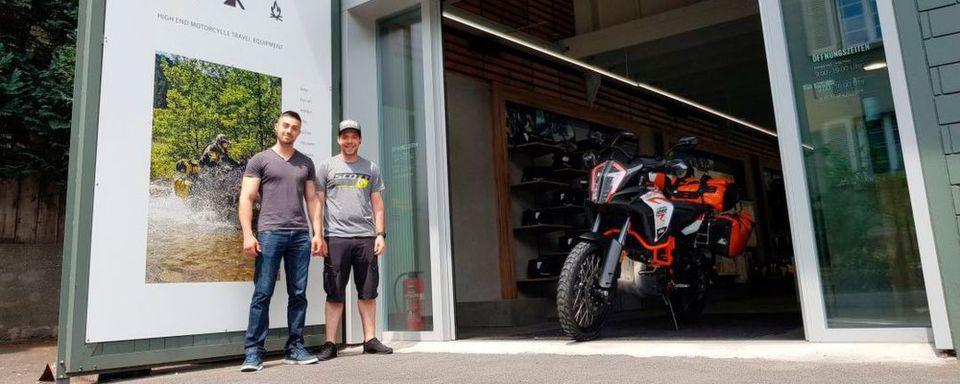 Derzeit wird das Team um Verkaufsleiter David Mezzelani und Werkstattleiter Markus Reichlin intensiv auf die Touratech Produkte geschult.