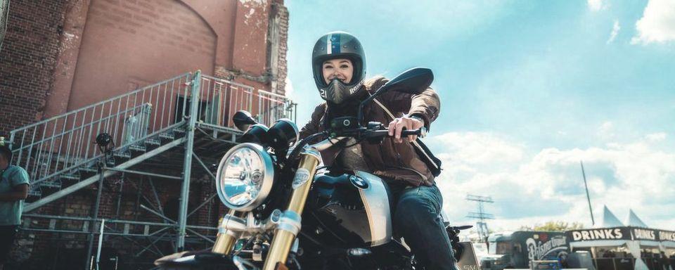 Seit gut zwei Jahren arbeitet Amelie Mooseder im Team Markenerlebnis als Marketingspezialistin für BMW Motorrad und ist zuständig für Product Placements und Kundenevents.