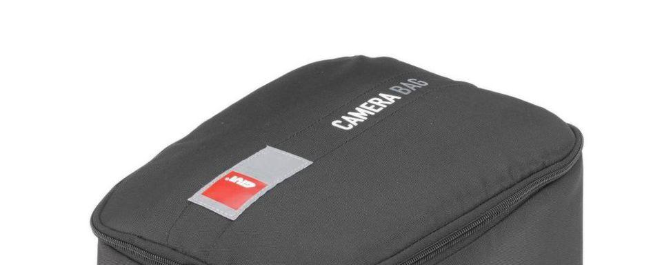 Die Tasche besteht aus strapazierfähigem 600 D Polyester und passt laut Givi perfekt in den Tankrucksack, etwa den neuen UT810 mit dem praktischen Tanklock-System zur schnellen Anbringung.