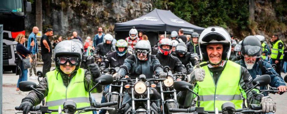 """Dreh- und Angelpunkt des Events ist das """"Moto Guzzi Village"""" inmitten des Werksgeländes. Hier erwarten die Besucher ein interessantes, attraktives Programm, viele Informationen und on top eine Weltpremiere."""