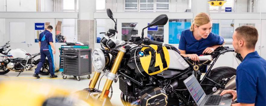 Bis zum 30.9.2018 kann man sich bei BMW in Berlin für eine Ausbildung bewerben.