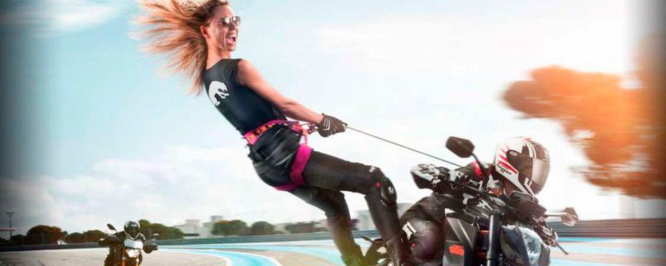 Freuen wie auf diesem Werbemotiv von Furygan können sich Frauen, wenn sie sich fürdie Führung bei Ladies@Intermot anmelden. Dann gibt's kostenlosen Messeeintritt.