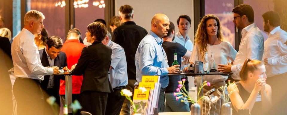 """Ein ausgesuchter Teilnehmerkreis, führende Köpfe der Industrie und viel Raum zum Netzwerken: Der Next Industry ExpertTalk zum Thema """"Future of Work"""" findet am 6. Dezember in München statt."""