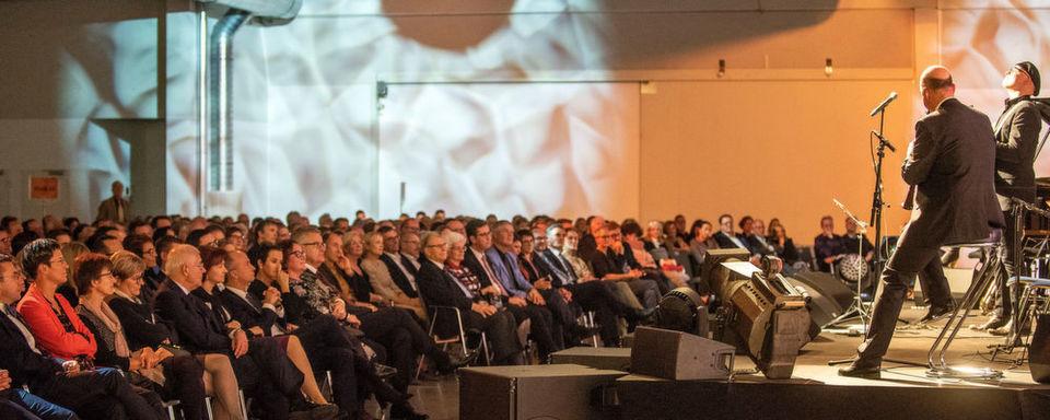 Beim 3. Crossover-Benefizkonzert konnten am 30. November in Würzburg rund 40.000 Euro Spendengelder gesammelt werden.