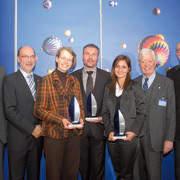 """Im Rahmen der Herbstakademie wurde zum zweiten Mal der Award """"jung + engagiert"""" verliehen. Dr. Axel Koblitz (ZDK), Dr. Hermann Frohnhaus (BDK), und die Gewinner Petra Pientka (1. Platz), Andreas Jokisch (3. Platz), Yasmin Karpinski (2. Platz), ZDK-Präsident Robert Rademacher."""