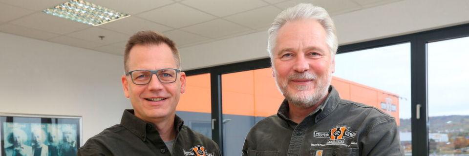 """Am 1. Januar 2020 wird Thomas Noetzel (l.) Andreas Scholz Position bei CCE übernehmen: Nach 15 ereignisreichen Jahren zieht sich der """"Macher"""" aus der Geschäftsführung zurück."""
