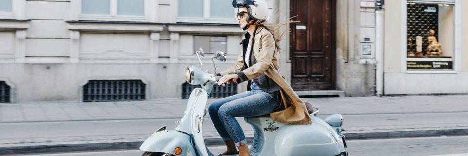 Neben E-Bikes gibt es jetzt auch erstmals E-Motorroller zu kaufen.