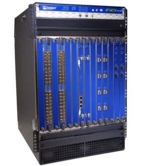 Kompakte Sicherheit plus Routing: SRX 5800