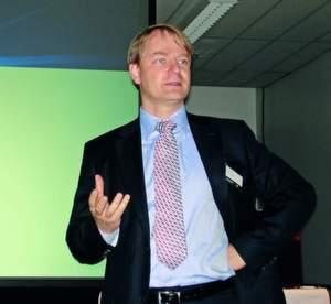 Marc Fischer hat den »perfekten Sturm«, der über Lenovo hereingebrochen ist, nicht überstanden – er wird ab 1. April ersetzt.