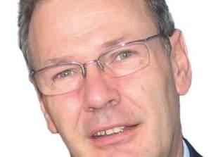 """Gerhard Pfeifer, Geschäftsleiter Vertrieb des Geschäftsbereichs Pneumatics der Bosch Rexroth AG, Hannover: """"Zahnketten sind kein Massenprodukt. Beim Zusammenbau ist der Mensch deshalb jeder Maschine überlegen.""""Bild: Schäfer"""