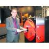 RSA lässt Messebesucher Entgratmaschinen testen