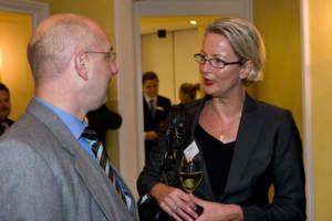 Stefan Montag von Acer im Gespräch mit Dorit Bode von Hewlett-Packard.