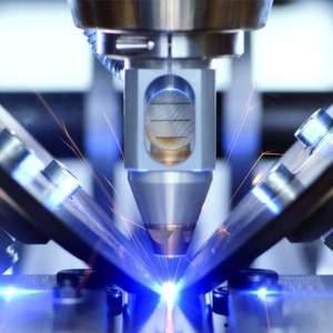 Beim Laserschweißen, hier am Beispiel eines Rohres, ist die Wärmeeinflusszone und die Gesamterwärmung des Bauteils um Größenordnungen geringer als beim Lichtbogen- oder Plasmaschweißen. Bild: Trumpf