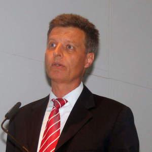 """Dr. Udo Niehage, Geschäftsführer der Power Transmission Division Siemens Energy Sector: """"Für den Weg zum integrierten Energiesystem brauchen wir ein besseres Zusammenspiel aller am Netz Beteiligten."""""""