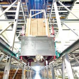 Der Aviator eignet sich für den Betrieb in fast jeder Regalkonstruktion, die für eine Installation dieses flurfreien Fördersystems in der obersten Ebene tragfähig genug ist oder gemacht werden kann.Bild: Westfalia