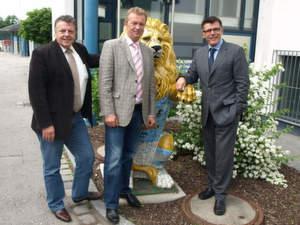 Sponsoring-Partner: DCS-Vertriebsleiter Klaus Möritz (l.) mit Geschäftsführer Andreas Kriesche und 1860-Chef Manfred Stoffers