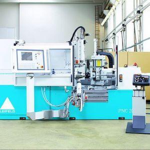 Die Drückmaschinen der PNC-Baureihe bilden individuell Vorformen von kleinsten bis großen Durchmessern von 5000mm um. Bild: Leifeld