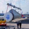 39 m lange Rohrtraverse hebt Rotorblätter für Offshore-Windkraftanlagen