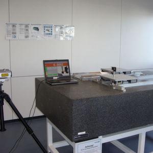 Laservermessung bei Linearsystemen: Messaufbau. Bild: Schunk