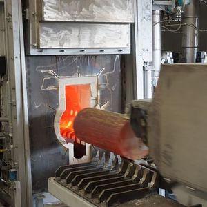 Für 130 Mio. Euro haben die Wieland-Werke in Vöhringen neue Anlagen errichtet – hier ein Gasofen bei der Bolzenentnahme. Bild: Wieland-Werke