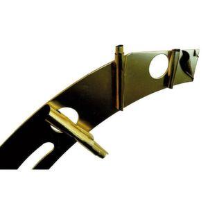 Aus einzelnen Segmenten werden Ringe, die als Ausgleichselemente beispielsweise in der Prozessindustrie zum Einsatz kommen. Sie bestehen aus mehreren Schichten und unterschiedlichen Werkstoffen. Die Ausgleichsdicke schält sich der Anwender selbst zurecht. Bild: Kuhn