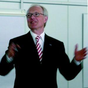 """""""Das Kennen von Prozessen unserer Kunden macht uns so stark"""", sagt Dr. Kurt Schmalz, Geschäftsführer der J. Schmalz GmbH in Glatten. Bild: Kuhn"""