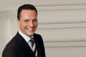 Dr. Bernhard Höveler ist geschäftsführender Gesellschafter der HÖVELER HOLZMANN CONSULTING GmbH