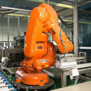 Mehr als 100 Roboter bestellt Porsche bei ABB. Bild: ABB