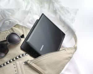 Leichtgewicht im extra schmalen Design – das Samsung Netbook N230.