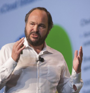 Paul Maritz kündigt Cloud Application-Plattform vFabric auf der VMworld 2010 an.