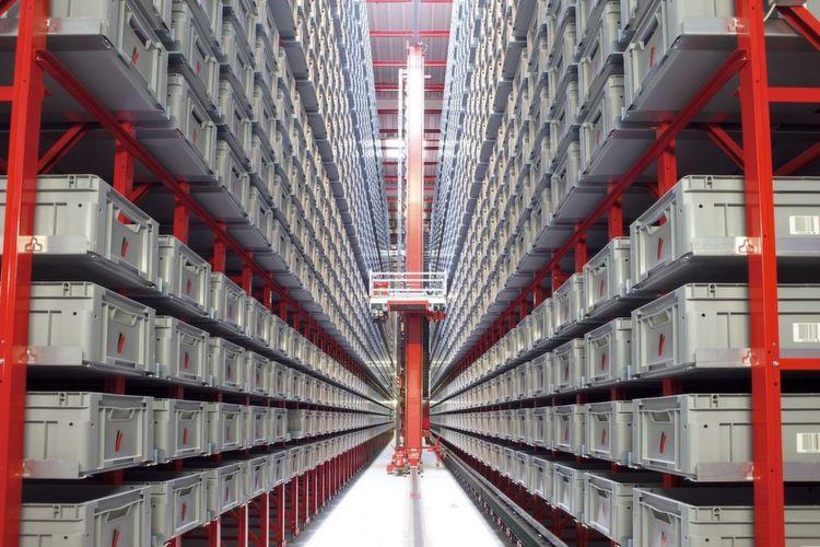 In das 8500 m² große Zentrallager von Hansa-Flex integrierte Generalunternehmer Viastore unter anderem ein viergassiges, doppeltiefes