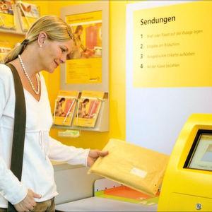 Bei der Sendungsaufgabe in der Postagentur setzt die Schweizerische Post auf Waagentechnologie von Bizerba und Pesa. Bild: Bizerba