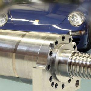 Die Kugelgewindetriebe sollen für hohe Traglasten bei langen Verfahrwegen sorgen. Bild: Kammerer Gewindetechnik