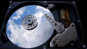 Wer Daten in der Cloud speichert, gibt Unternehmenswissen aus der Hand und sollte daher den potenziellen Provider im Vorfeld einem Check unterziehen.