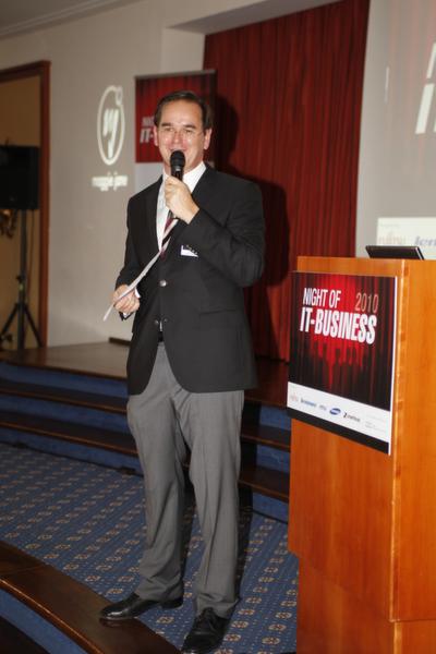 Geschäftsführer Werner Nieberle begrüßt die Gäste.