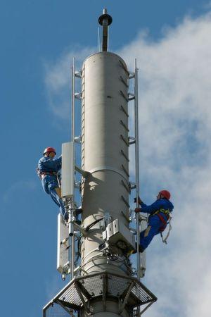 Techniker auf dem LTE-Sendemasten in Kyritz, Brandenburg; Bild: Telekom