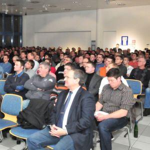 Rund 300 Teilnehmer informierten sich bei der Fahrzeugakademie über die Auswirkungen neuer Fahrzeugsysteme auf die Aus- und Weiterbildung.