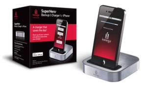 """Stressfreies Backup von Kontakten und Fotos mit Iomegas neuer Docking- und Ladestation fürs iPhone """"SuperHero Backup and Charger for iPhone""""."""