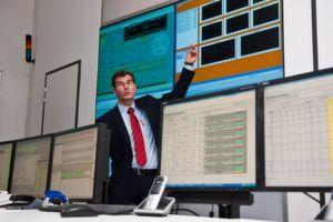 Hanno Balzer, Leiter des Bereichs Energy Solutions von Vattenfall, erklärt das virtuelle Kraftwerk. (Bild: Vattenfall)