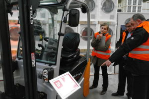 Präsentation des neuen, bereits mit dem iF-Product Design Award 2011 ausgezeichneten Kompaktstaplers RX 50 bei BSH Bosch und Siemens Hausgeräte in Nauen bei Berlin. (Bild: Schreier)